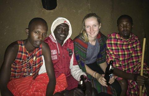 Vertsfamilie: Her er jeg med vertsfamilien vår, som vi fort ble kjent med i løpet av kvelden.