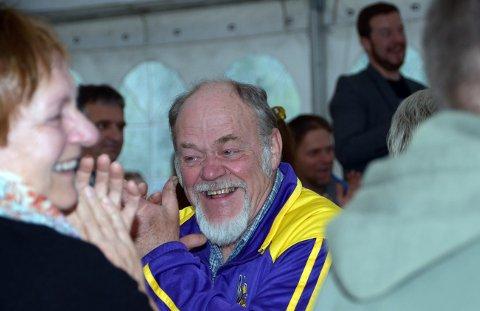 Jon Storløkken var en mange som skrattet høyt i Vårsøgteltet torsdag kveld.