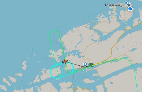 Det ble etter hvert noen potente runder for SAS-maskina som måtte sirkle over Molde. Foto: Flightradar24