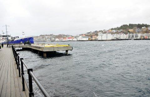 Friskt langs kaia i Kristiansund onsdag formiddag.