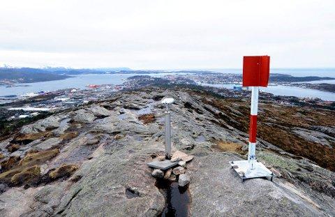 Kvernberget ligger 205 meter over havet på Nordlandet i Kristiansund. Nå foreligger det planer om å bygge trapp opp til toppen. Det er det ulike meninger om ...