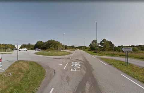 LØSNING: Det er i området til venstre for fylkesveien at den nye butikktomta ligger.