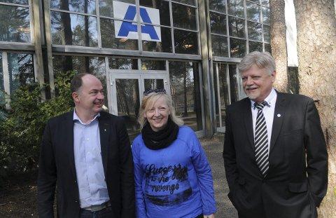 Plan a: Smilene satt løst da Tove Rise Kværne(H) og Bent Moldvær (Frp) fikk beskjed av Morten Stordalen (FrP) om at Messehall får solid støtte fra staten. Foto: Reidar Lindqvist