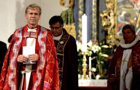 Den nye biskopen i Tunsberg, Per Arne Dahl, rett etter vigslingen i 2014. Nå må han klare seg uten vikar ut året.