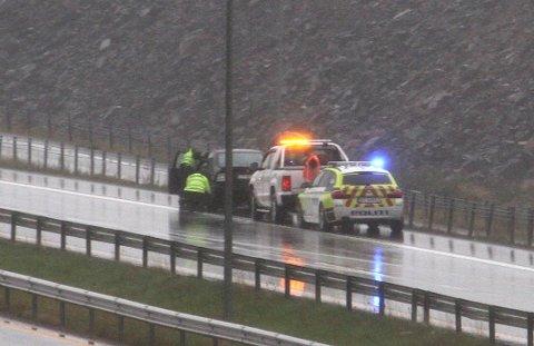 AUTOVERNET: I september gikk denne bilen inn i autovernet i sørgående retning på E18 ved Hellandbrua. Årsaken skal ha vært vannplaning. Senere har flere andre bilister fått problemer i samme område.