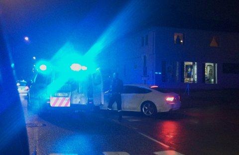 STANSET: To unge menn stanset i en stjålet hvit Audi, etter politijakt.
