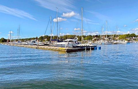 Båter blir hensatt og skaper trøbbel for båtforeningen.