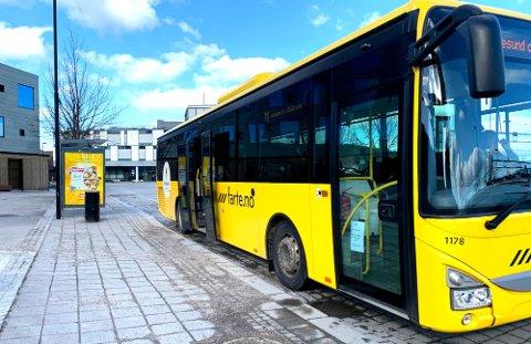 SA NEI: Du får ikke se merkenavnet Farte på bussene i Vestfold, bestemte fylkespolitikerne onsdag. Dermed må du fortsatt til Telemark for å kjøre gul buss.