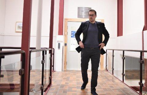 GLAD: Ordfører Ivar Vigdenes (Sp) i Stjørdal er naturlig nok glad for at Stjørdal blir med i semifinalen og fortsatt er et aktuelt sted for Hydro, Equinor og Panasonic å bygge en batterifabrikk. Stjørdal er en av i alt 20 lokasjoner landet over som er med i den kampen.