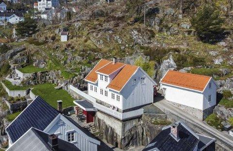 Attraktivt: Det er ikke hver dag at et hus i Østerkleiv blir solgt for en million over prisantydning, men dette huset i Nedre Lommavei gjorde det. Megler mener at gode parkeringsmuligheter og egen garasje var med å øke interessen for eiendommen. Foto: Sørmegleren / Finn.no