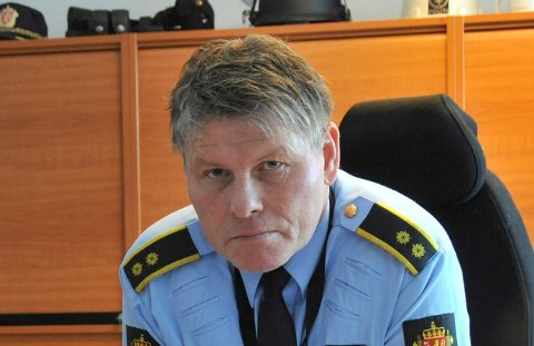 ENDRET OPPDRAG: Politioverbetjent i Nittedal, Geir Bakk Anthonsen, forteller at ei dame natt til mandag oppsøkte naboer og oppførte seg på en måte som gjorde at politiet måtte bistå helsepersonell. Det endte med å bli politisak i stedet.