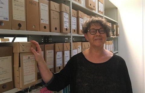 RYDDERIARKIVET:Innleid arkivmedarbeider under flytteprosessen; Torill Eileen Nordli.