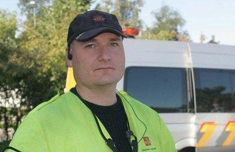 KONTROLL:Kontrolleder Bjørn Unor Rogneby i Statens vegvesen.