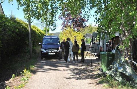 I SLUTTFASEN:Fra dekriminaltekniske undersøkelse før sommeren på aktuell adresse øverst i Kruttverkveien på Rotnes.
