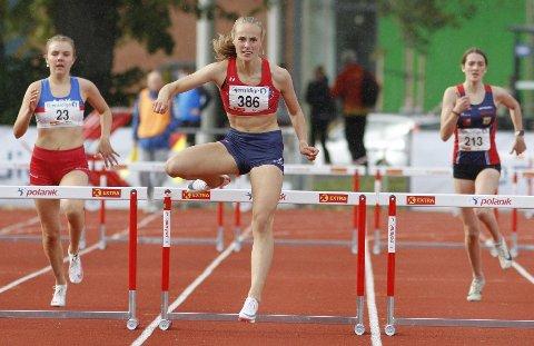 VANT: Cassandra Ødegård Nilsen (15) vant 300 meter hinder i Trondheim. Dette var i det landsdekkende ungdomsmesterskapet, eller NM for yngre utøvere.