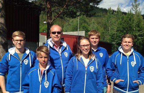 SÅNERSKYTTERNE: Fra høyre Håkon Klubnes, Sander Klubnes, Christer Klubnes (trener), Ida Elisabeth Finstad, Simen Finstad og Markus Klubnes.