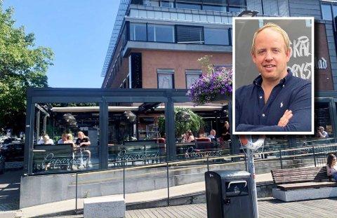 UNDERBEMANNET: Christian R. Hjelmtvedt, daglig leder ved restaurantene Paparazzi og Steak, forteller at det ofte er litt for få på jobb i forhold til det de ønsker.