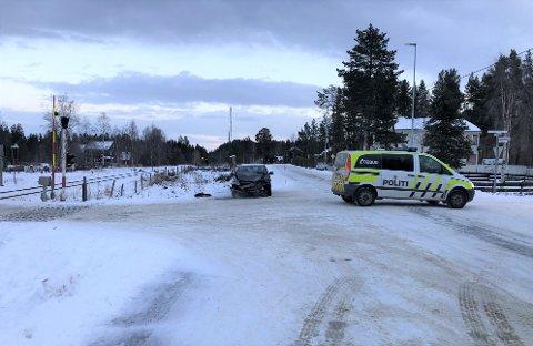 VIL HA 60-SONE: Beboere på Telneset ønsker lavere fartsgrense på en strekning fra Øverås i sør til nord for jernbaneovergangen. Den 24. november var det et trafikkuhell i dette krysset på den aktuelle vegstrekningen.