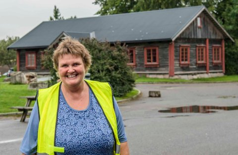 JUBLER: Hanne Støkken og foreningen Brønnerud Grendehus gleder seg over kommuenstyrets vedtak om å gi dem lånegaranti.