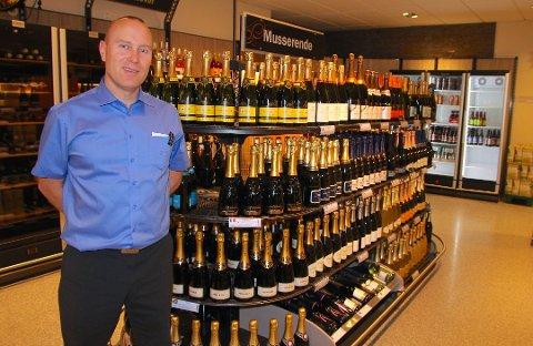 Butikksjefen ved Vinmonopolet i Ås, Svend Persen.