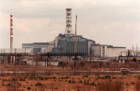 Sarkofagen over reaktor fire ved Tsjernobyl-kraftverket som eksploderte 26. april 1986, står der fortsatt. (NTB-foto: Aleksander Nordahl)