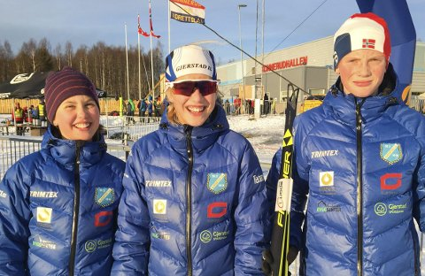 TRE SEIRE: Fra venstre: Langrennsløperne Gudrun Fidje Gryting (J11), Kristina Fidje Gryting (J14) og Fredrik Johnsen (G14) fra Gjerstad IL gikk inn til seier i Jarsengsprinten i Telemark søndag.