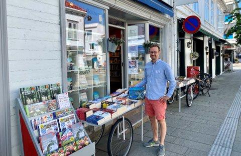 – Vi selger mye puslespill selv om været er godt, sier daglig leder Harald Lindstøl i Lindstøls Bokhandel i Krags gate.
