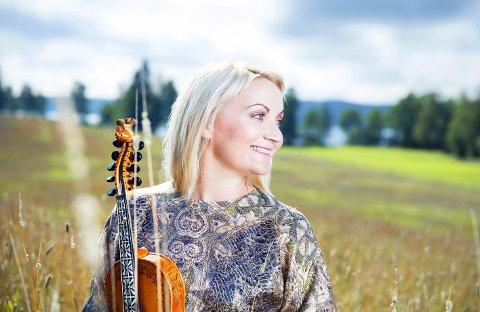 - Som musikar inneber sommaren ofte mykje kjekke spelingar på festivalar og anna, seier Sigrid Moldestad.