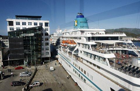 Vekstnæring: Cruisenæringen er en global vekstnæring, og stadig flere og større skip besøker også Bodø. På bildet ligger cruiseskipet «Amadea» ved kai i Bodø.