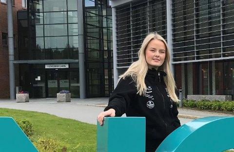 Fadderleder Kristine Berg er strålende fornøyd med hvordan de første dagene i fadderuken har gått.