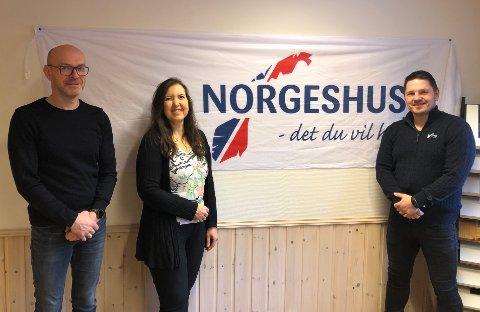 Satser: Lars Arne Ellefsen, Gunn Inger Skipnes og regionssjef i Norgeshus Tony Røshagen kan nå melde at de går sammen.  Bodø-selskapet er klar på at det vil styrke dem.