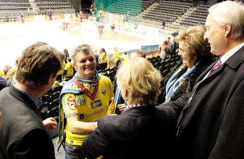 Supporter Tommy Sulen fikk både gullmedalje og kongepokal da Fyllingen-guttene ble norgesmestere i håndball i 2013 i Oslo Spektrum.