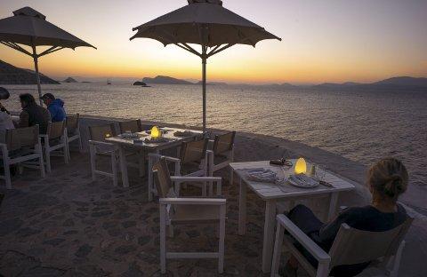 FREDELIG: På restaurant Sunset får du panoramautsikt over solnedgangen . ALLE FOTO: JØRUND VANDVIK