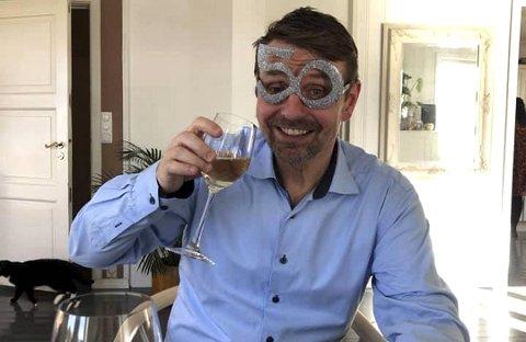 Steinar Knudsen fryktet at 50-årsfeiringen skulle bli ødelagt av koronaepidemien, men heldigvis ble det bursdagsfest likevel.