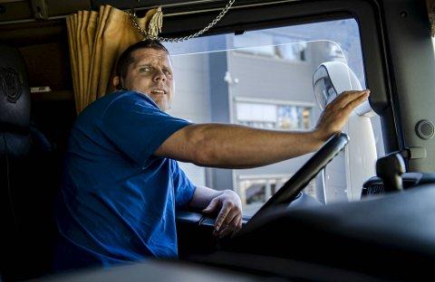 Trailersjåfør og tillitsvalgt Asgeir Ripe vil helst ikke inn på smale omkjøringsveier når E39 stenger neste uke.