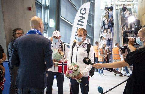 Gustav Iden og Kristian Blummenfelt ble mottatt som folkehelter på Flesland. Kanskje ikke så rart, for Bergen flommer ikke akkurat over med olympiske medaljer.