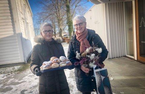 Sprer boller og glede: Anne Mari og Olaug Vistnes var to av sju frivillige som delte ut fastelavnsboller fredag ettermiddag.