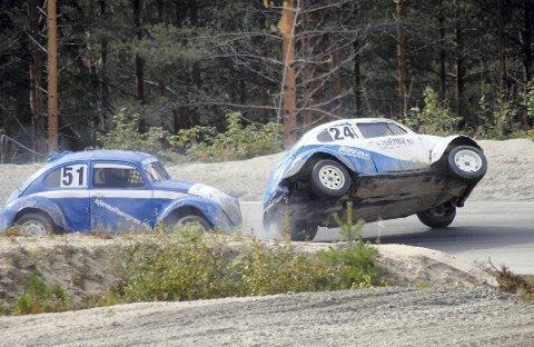 FULL RULLE: Det blir fart og moro på Sigdal motorsenter hele helgen, med landsfinale i bilcross for damer.