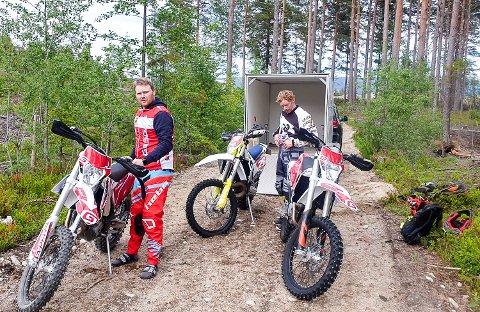 I STARTGROPA: Thomas Tandberg (t.v) og Lars Ole Granhaug, er to av dem som gleder seg til at den nye treningsbanen åpnes.