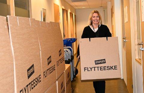 GJØR KLART: – Det er mye gammelt som må ryddes unna og ordnes opp i før det «nye» kontoret kan åpnes, smiler Lysgård Knutsen.