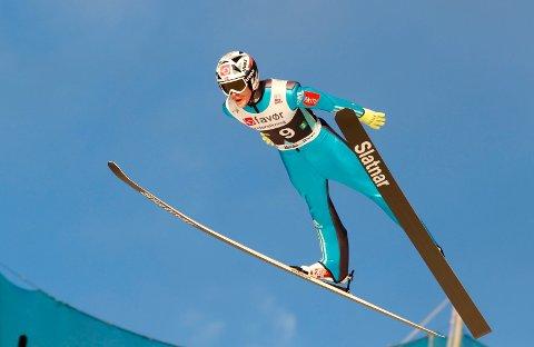 SATTE REKORD: Robert Johansson svever her ned til  252 meter i Vikersund. Det var en liten stund ny verdensrekord.