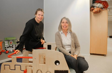 NY TITTEL: Avdelingsleder for Mjøndalen helsestasjon, Anne Kristin Svendsen, og Kari Gladhus Eknes, er ikke lenger helsesøstre. Nå er de helsesykepleiere.