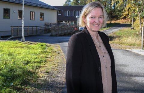 HEKTISK: Busettingsansvarleg Grete Heggø seier det er travle tider på Solbakken i Florø.