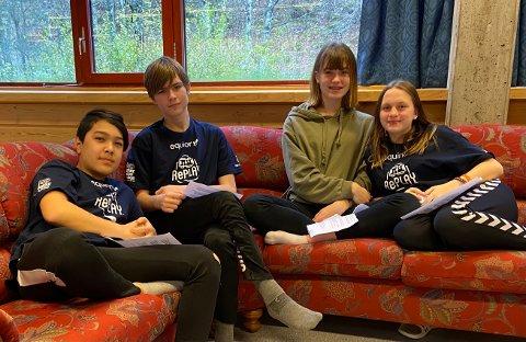 BLUE TEAM: Farzad, Simen, Iselin og Mina er robotgjengen på det blå laget frå Svelgen oppvekst. Dei lovar å gjere sitt beste, men om dei ikkje vinn er det ikkje så farleg. Dei har hatt det kjekt undervegs.
