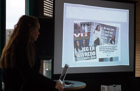 PÅ GODT OG VONDT: Andrea Voll Voldum (22) har gode og dårlege erfaringar med media etter at ho i fjor sommar valde å stå fram med si historie etter at mennene som først vart dømde for valdtekt, seinare blei frikjende. Her fortel ho si historie på mediekonferansen «Frisk bris» i Førde.