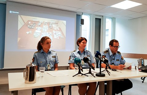 Pressekonferanse om dopingliga. F.v.:  Kristin Harstad (politiadvokat), Hege Garberg Natland (Etterforskningsleder), Askel Rødland (Etterforskningsleder)