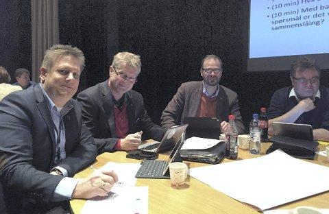 Ser på muligheter: Skal de gå sammen? Fra venstre Råde-ordfører René Rafshol (H), Hvaler-rådmann Dag W. Eriksen, Trond Svandal (V) og Rune Fredriksen (Ap), Fredrikstad. Foto: Øivind Lågbu