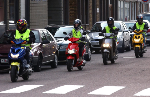 Nye regler gjør at mopedopplæringen kan bli opp mot dobbelt så dyr for noen av elevene.