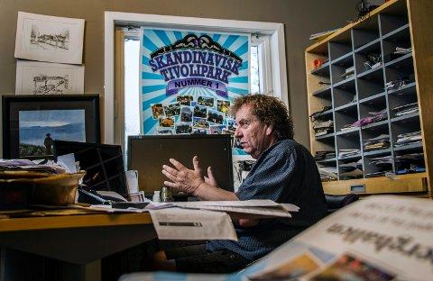 Roy Andersen er en usedvanlig farverik  forretningsmann.  Han er kjent for både firmanavnet Sjokkpris og tivolivirksomhet.