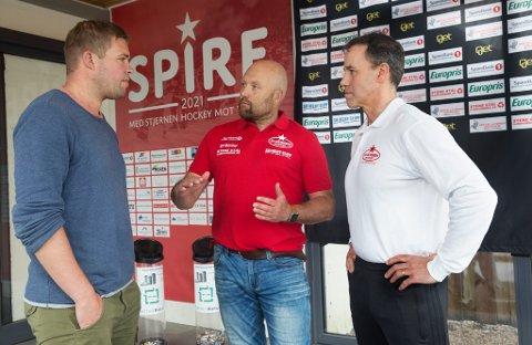 USIKRE TIDER: Sport AS-leder Truls Navestad, trener René Hansen og sportssjef Darren Treloar i Stjernen. Akkurat nå er det vanskelig å planlegge for kommende sesong.